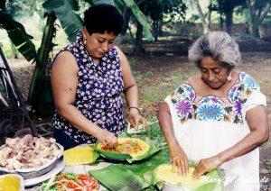 Yucatecan women start the preparation of the Mucbil pollo